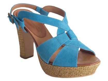 Sandalias azules de la marca toledana Xataca pertenecientes a su nueva colección