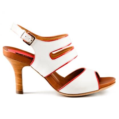 Zapatos blancos de tacón de Zinda (Elche)