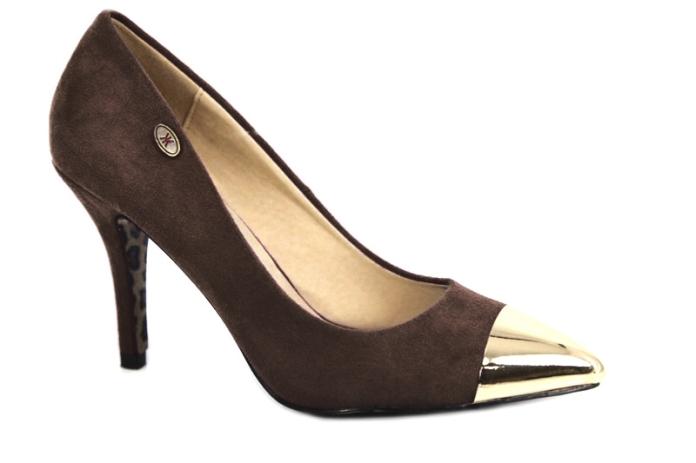 Zapatos de salón con puntera plateada de la marca de Calzado Drastik