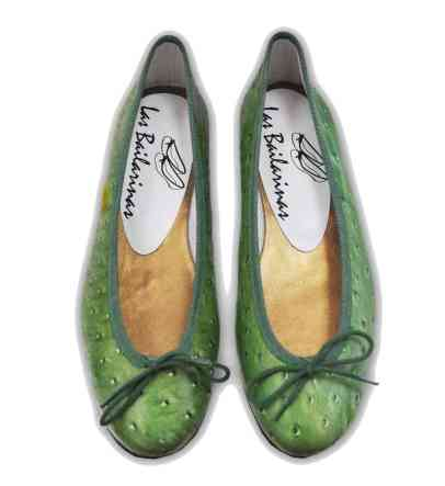 Bailarinas con animal print de avestruz verde fabricadas en Elda