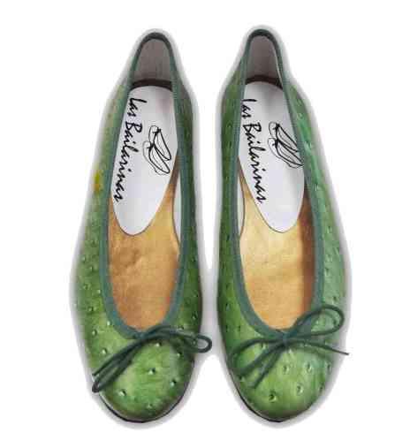 Bailarinas con un original animal print de avestruz verde fabricadas en Elda