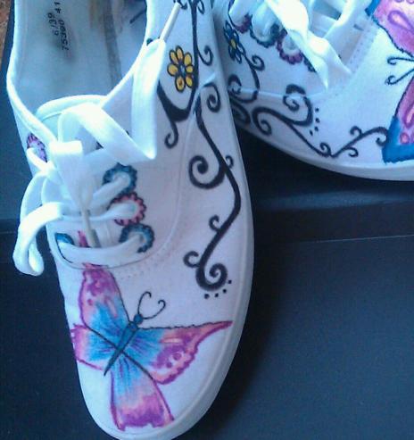 Zapatillas pintadas a mano por Bayon Arts