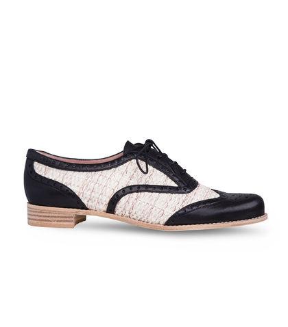 Zapatos estilo Oxford del diseñador Stuart Weitzman correspondientes a su nueva colección
