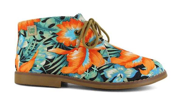 Botines muy originales de la marca de zapatos Coolway con estampado de flores