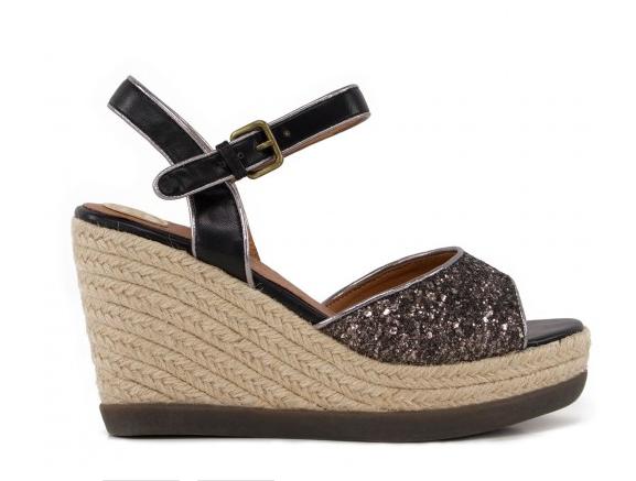 Sandalia de cuña con glitter negro de la marca de Elche Break&Walk