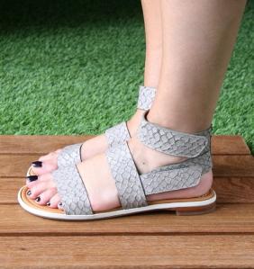 Chie Mihara, sandalias planas de su colección