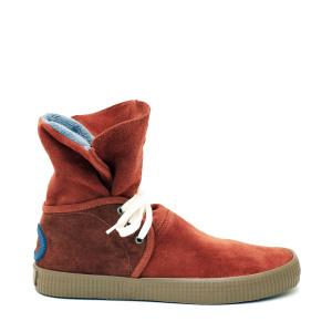 Sneakers de la colección de la marca Aro