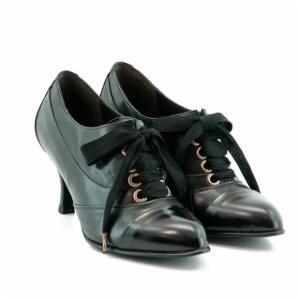 zapatos abotinados marca Elche zinda