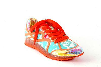 Zapatillas coloridas y originales de la marca de zapatos Veletto